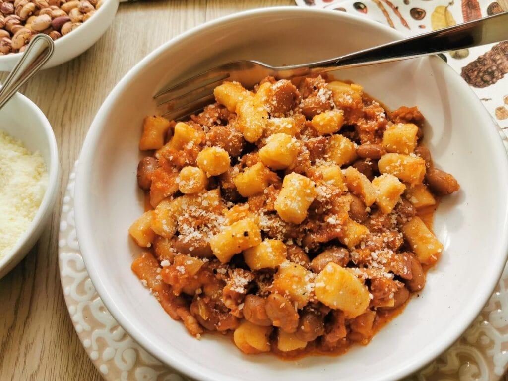 Breadcrumb gnocchi with sausage and beans (gnocchetti collescipolani)