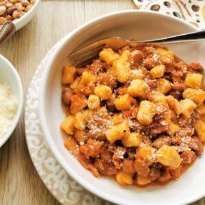 Breadcrumb gnocchi with sausage and beans (gnocchetti collescipolani) recipe from Umbria