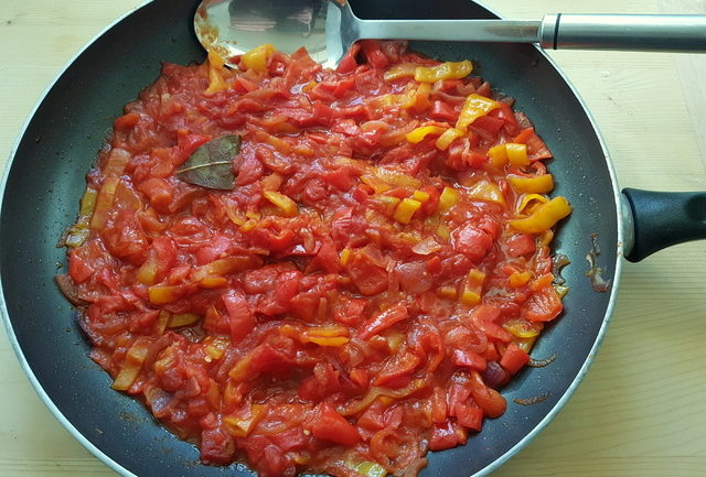 peperonata sweet pepper sauce inf frying pan