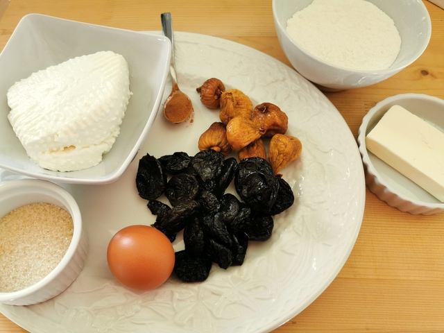 ingredients for prune and fig cjarsons
