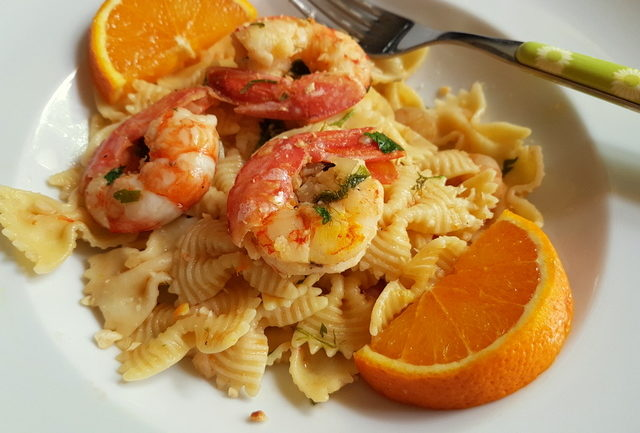 Farfalle pasta with prawns and orange