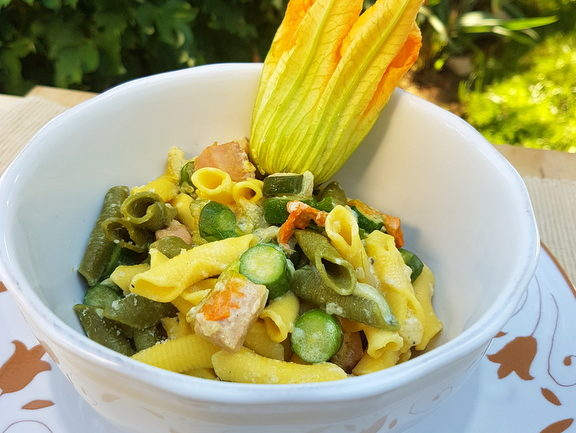 Pasta with zucchini flowers and saffron