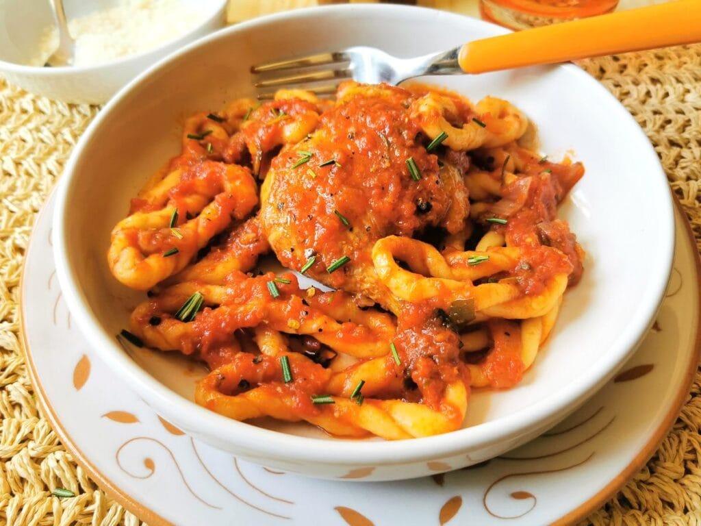 Sardinian pasta recipes - braided lorighittas with chicken ragu