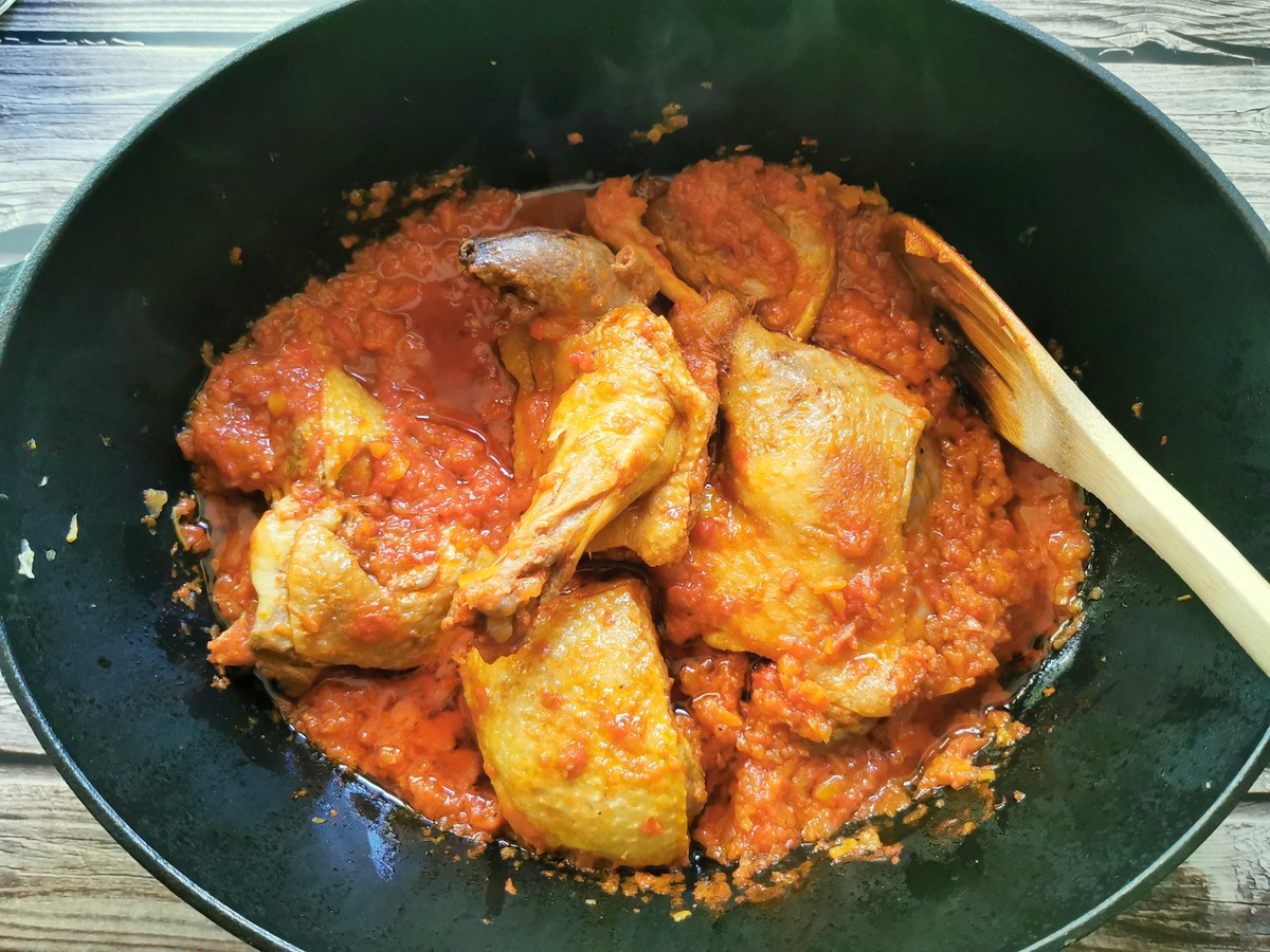 Ready cooked duck and sauce in Dutch oven