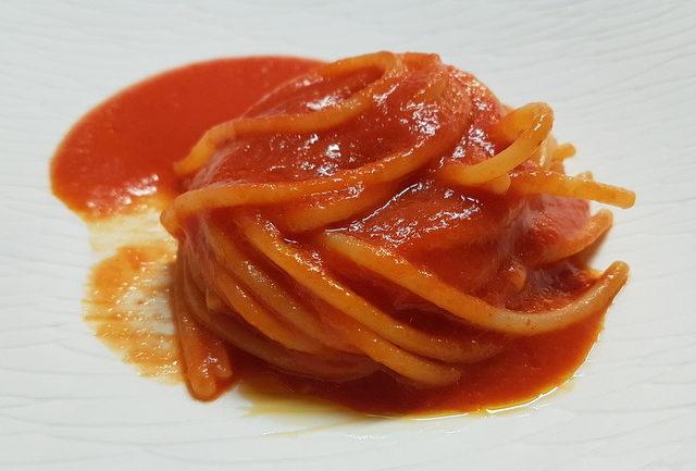Spaghetti with tomato sauce – La devozione (chef Peppe Guida) Pastificio dei Campi