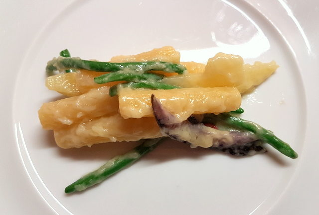 Mezzani Tagliati rigati, white and purple potatoes with crunchy green beans and cacioricotta cheese (chef Peppe Guida)