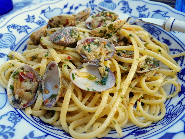 Linguine with Clams (alle vongole)