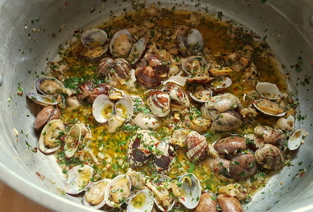 cooked clam sauce in large pot for pasta alle vongole