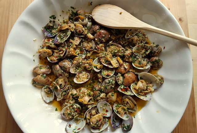 Clam sauce for linguine pasta alle vongole in white bowl