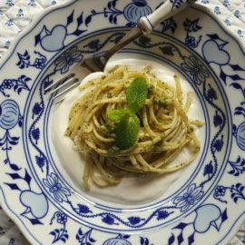 linguine pasta with mint pesto