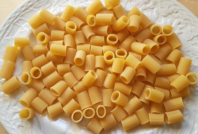 mezze maniche pasta tubes