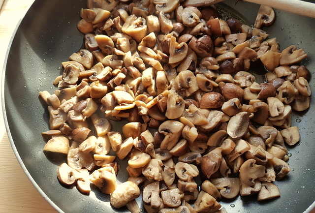 cooked mushrooms in frying pan
