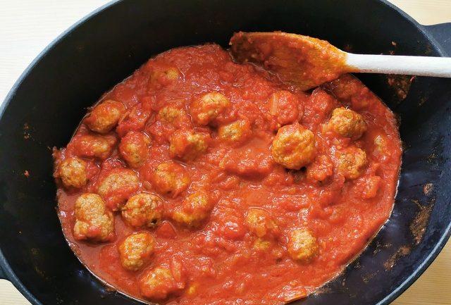 meatballs in tomato sauce in skillet