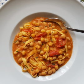 pasta and chickpea soup recipe from Tuscany