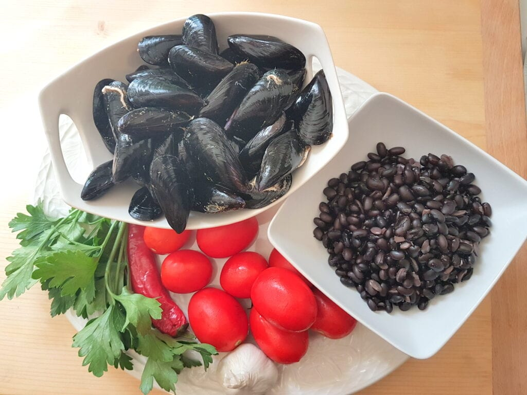 ingredients for vesuvio pasta with mussels and beans