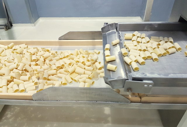 paccheri coming out of pasta machine pastificio dei campi