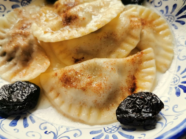Prune and Fig Cjarsons di Pontebba. Sweet Ravioli from Friuli.