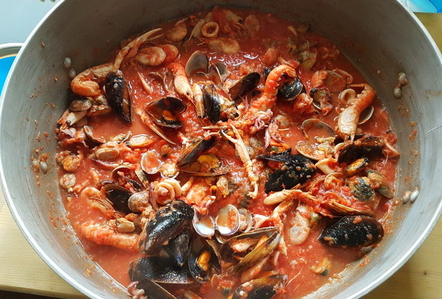 ready seafood sauce in large pot