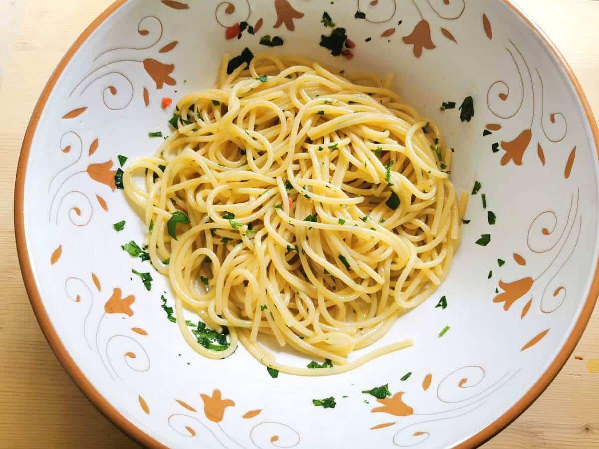 spaghetti alla colatura in large bowl