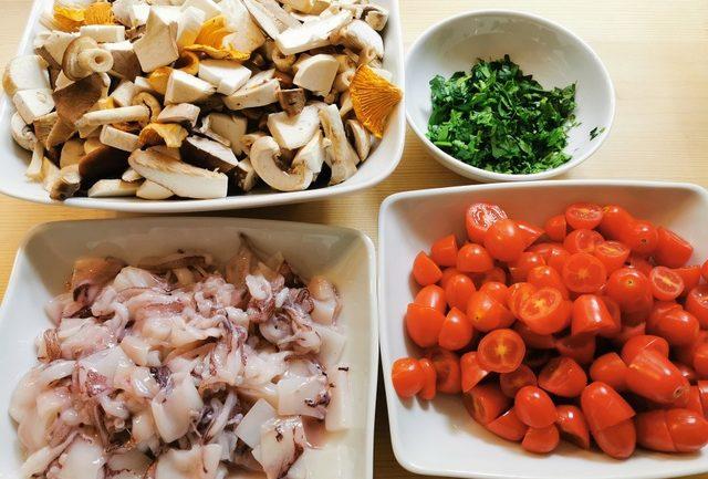 mushrooms, calamari, tomatoes and parsley cleaned and chopped