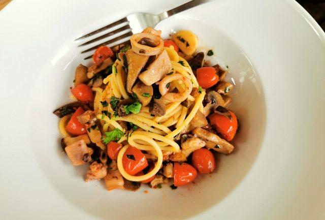 spaghetti mare e monti recipe from Le Marche