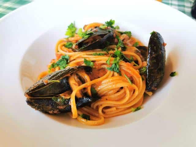 Spaghetti with mussels alla Tarantina pasta recipes from Puglia