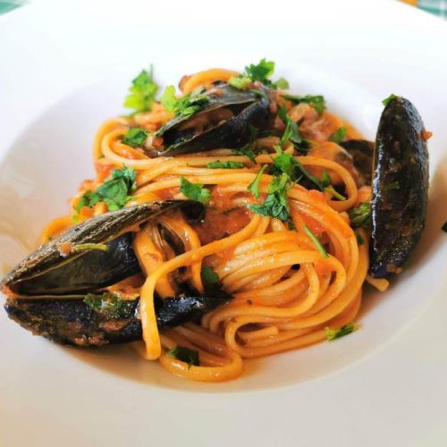 spaghetti with mussels alla tarantina