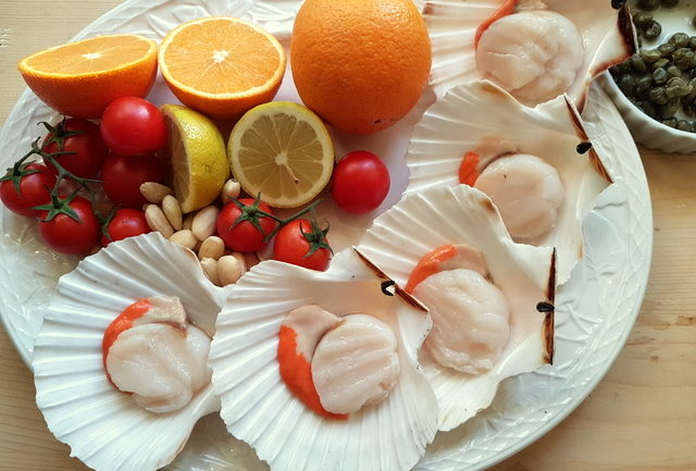 ingredients for spaghetti with scallops and citrus fruit; Italian recipe