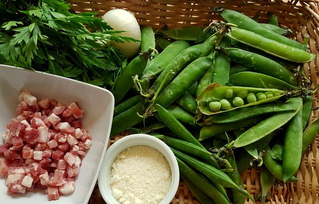 ingredients in basket for pasta with fresh peas and pancetta