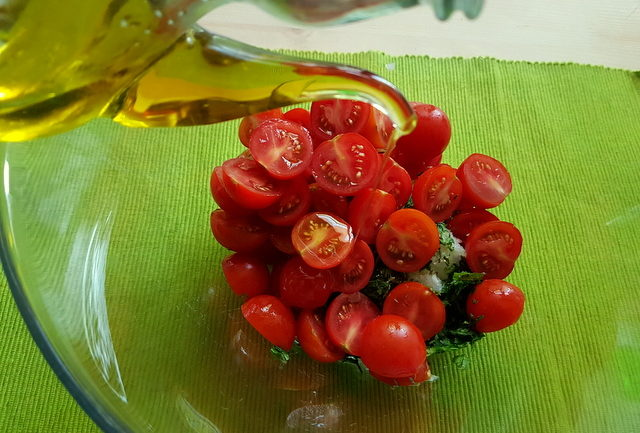 halved cherry tomatoes, chopped onions and herbs in glass bowl for vermicelli di Positano recipe